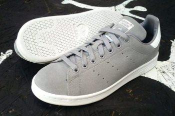 Zapatos ADIDAS Stan Smith grises con suela blanca
