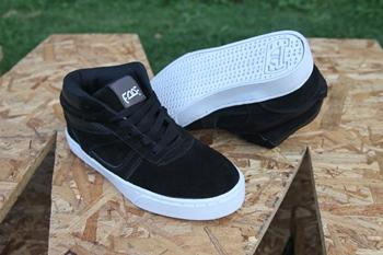 Zapatos Fade Onde Mid Negra Suela Blanca
