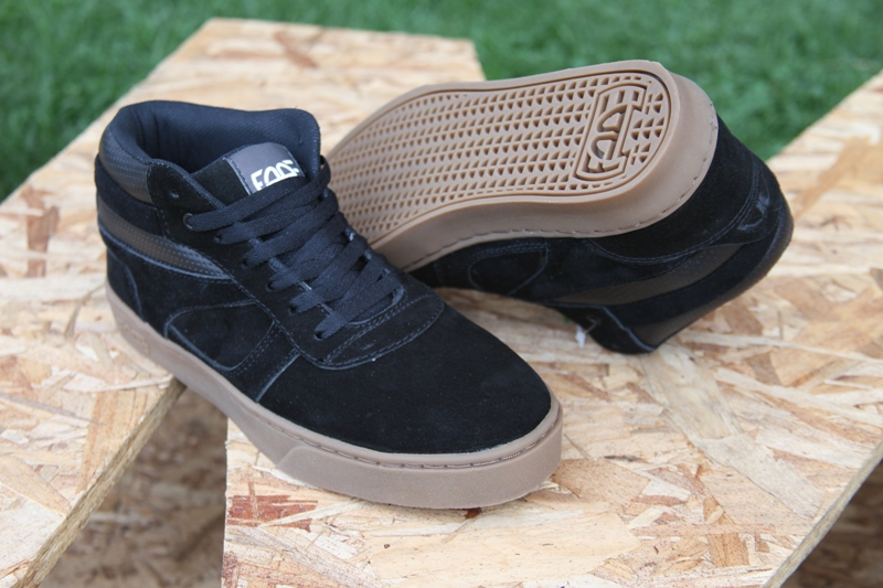 Zapatos Fade One Mid Negro suela Café