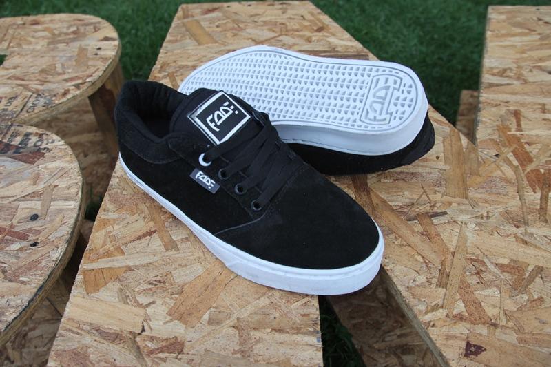 Zapatos Fade Hate Low Negro Suela Blanca