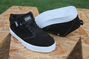 Zapatos Fade Hate Mid Negros Suela Blanca